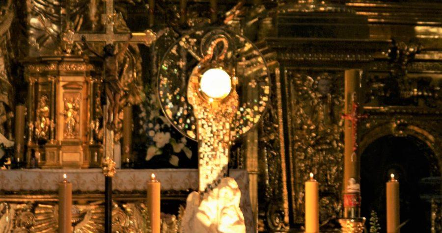 """Świadectwo przeżywania modlitwy przed Monstrancją """"Królowa Pokoju"""" z Medjugorie"""